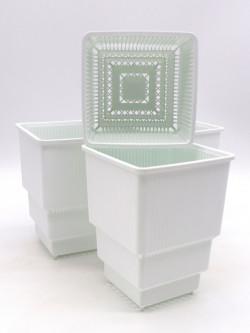 Vaso bianco  a ripiani forato 10x10x14,5 h